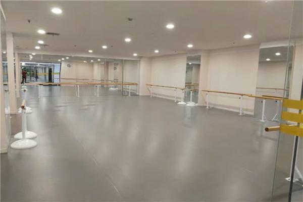 舞蹈地胶颜色和舞蹈室背景怎样搭配?